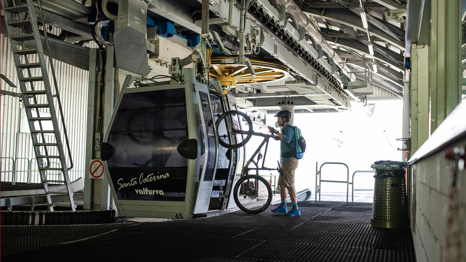 A biker climbs the cable car by bike at Santa Caterina Valfurva