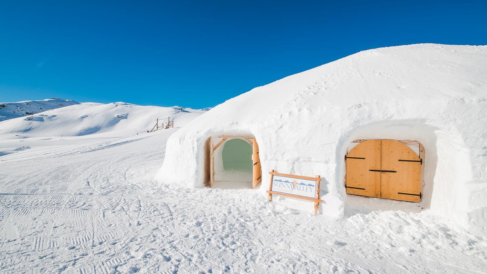 Sleep in an igloo surrounded by a wonderful landscape
