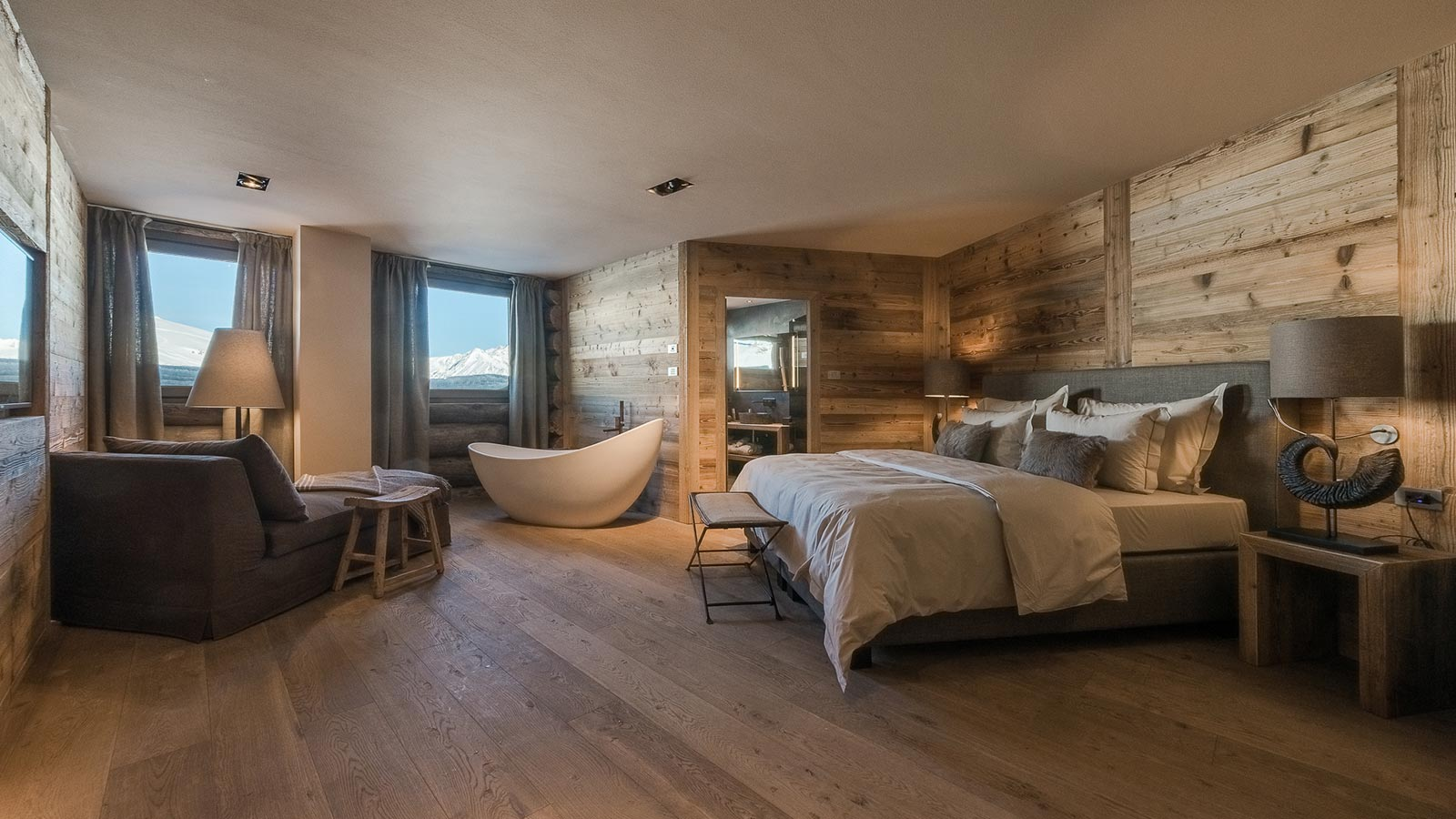 Deluxe suite with 60 sqm of luxury in the mountain lodge